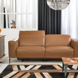 Wybrana przez nas sofa doskonale wpisze się w metraż salonu, zapewniając przy tym wystarczającą ilość miejsc do siedzenia. Fot. Kler