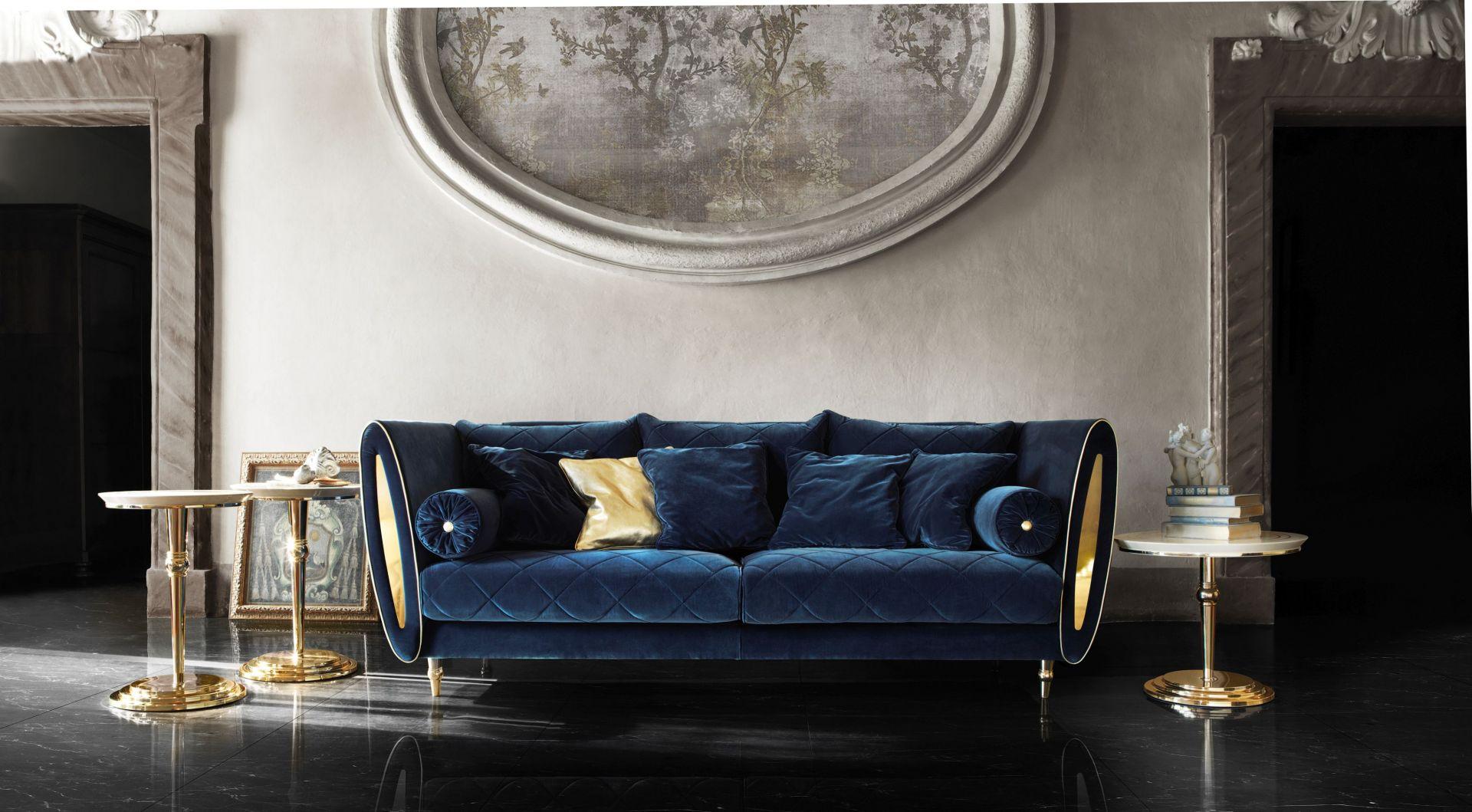 We wnętrzach urządzonych w stylu art déco odnajdą się osoby, które cenią sobie komfort oraz czas spędzony w otoczeniu pięknych przedmiotów. Na zdjęciu: sofa Sipario firmy Rad Pol. Fot. Galeria Wnętrz Domar