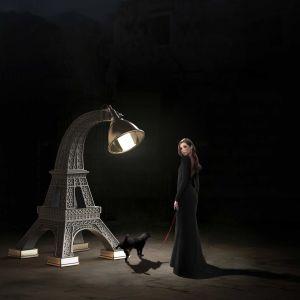 Paris - odjechana lampa dla tych, którzy nie boją się zaryzykować i wstawić coś naprawdę oryginalnego do mieszkania. Projekt: Studio Job.  Fot. Qeeboo