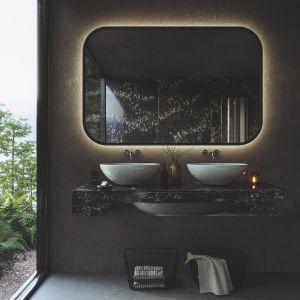 Zwykle decydujemy się na umieszczenie w łazience pojedynczej umywalki. Jeśli jednak mamy więcej miejsca, warto rozważyć montaż dwóch umywalek lub umywalki podwójnej. Fot. Technistone