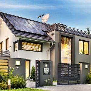 Na sprawność i skuteczność instalacji fotowoltaicznej wpływa wiele czynników związanych z samym montażem, jak rodzaj i rozmieszczenie modułów, ich orientacja na dachu lub gruncie, kąt nachylenia czy procent zacienienia posesji. Fot. CentroClima