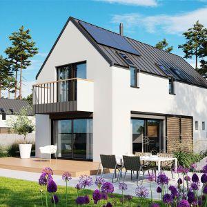 Dużym plusem domu są ekologiczne instalacje, które zapewniają mieszkańcom zdrowy klimat, a także niskie rachunki za ogrzewanie budynku. Projekt: pracownia Archipelag