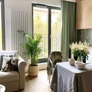 Założeniem tego projektu było przede wszystkim stworzenie ciepłego i przyjaznego klimatu, tak, żeby każdy mógł czuć się w tym mieszkaniu tak, jak we własnym domu. Projekt: Zuzanna Kuc, pracownia ZU Projektuje