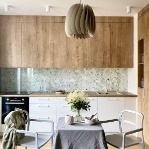 Kuchnia połączona z salonem. Projekt: Zuzanna Kuc, pracownia ZU Projektuje