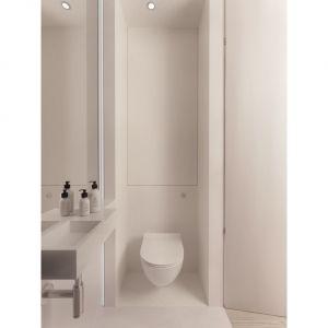 W WC podobnie jak w całym wnętrzu strefy przechowywania zostały wtopione w ściany, dzięki czemu w zasięgu wzroku pozostaje tylko to, co przyjemne dla oczu. Projekt i wizualizacje: Aga Kobus i Grzegorz Goworek, pracownia Studio. O.