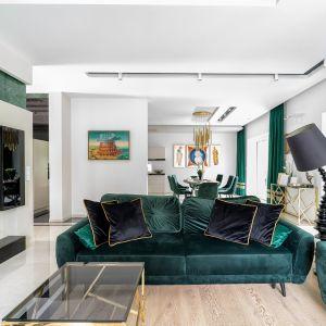 Aby wydobyć z tej nostalgicznej pory to, co najlepsze, warto zainwestować w złote dodatki, które pozwolą doświadczyć jesiennej aury w swoim domowym ognisku. Projekt Trędowska Design fot Michał Bachulski