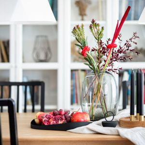 Dopełnieniem wnętrza są nowoczesne dodatki. Projekt: Maria Nielubszyc, pracownia Pura Design. Fot. Jakub Nanowski