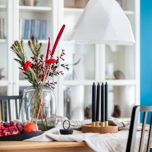 Dekoracje stołu pochodzą ze sklepu Lumann Design. Projekt: Maria Nielubszyc, pracownia Pura Design. Fot. Jakub Nanowski