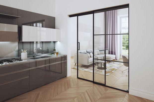 Drzwi wewnętrzne to nie tylko element praktyczny, ale także piękna dekoracja salonu. Pod warunkiem, że je mądrze wybierzemy! Zobaczcie nasze pomysły na drzwi do salonu!