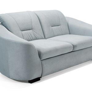 Jasna sofa świetnie zaprezentuje się w otoczeniu praktycznie każdego koloru. Fot. Stagra Meble