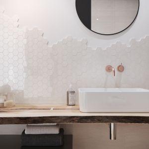 Pomysły na podkreślenie subtelnej elegancji wnętrza dostarcza kolekcja BANTU, imitująca naturalne materiały. Fot. Cersanit