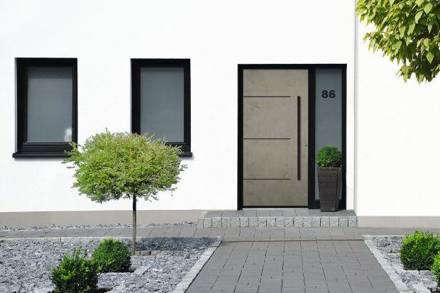 Beton artystyczny, stal, kamień czy zardzewiała płyta? Te modele drzwi wejściowych pokazują nieszablonowe podejście do ich projektowania. To nowość 2020!