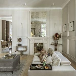 Ukoronowaniem aranżacji salonu są wspaniałe dzieła sztuki, należące do inwestorów. Fot. Yassen Hristov. Stylizacja: Patrycja Rabińska
