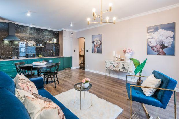 Salon połączony z kuchnią ma coraz większe grono zwolenników. W otwartej przestrzeni warto zaznaczyć wizualne granice. Jak to zrobić?