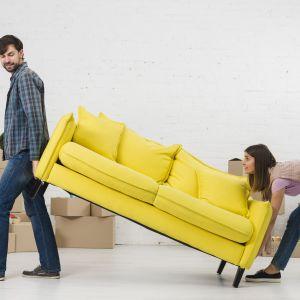 Stoły, szafki, kanapy, fotele nie powinny zastawiać grzejników. Najlepiej, aby znajdowały się w odległości ponad 10 cm od źródła ciepła. Fot. Energo