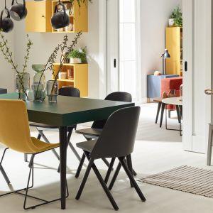 System Creative pozwala dowolnie skonfigurować każdy mebel w salonie czy jadalni. Wybierasz mebel, dodajesz lub usuwasz elementy, wybierasz kolor, nogi i uchwyty i gotowe! Na zdjęciu stół rozkładany - od 2699 zł. Fot. VOX
