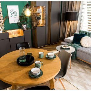 Okrągły stół w salonie, dostępny w ofercie Agata Meble. Fot. Agata Meble