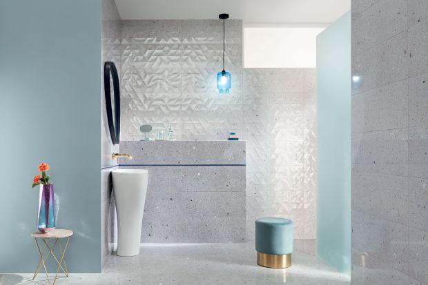 Nowe propozycje łazienkowe zaspokajają potrzebę spokoju i wytchnienia, ale spodobają się też wielbicielom konkretów i mocniejszych akcentów. Od oryginalnych, jakby ręcznie malowanych, kompozycji kwiatowych, do lśniących dekoracji z elementami p