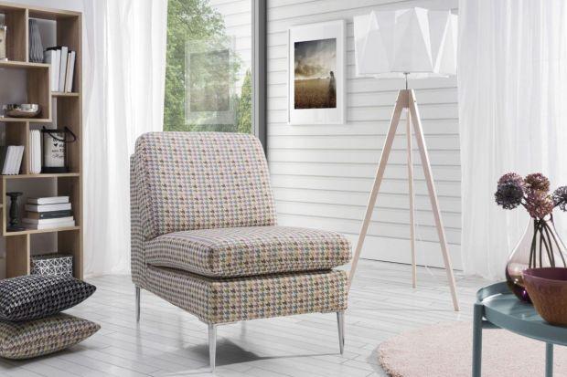 Czy warto mieć fotel w salonie? Oczywiście, że warto! Wygodny i ładny fotel przyda się w każdym salonie.
