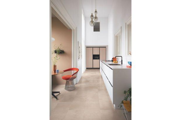 Montaż nowej podłogi w salonie lub w kuchni może być dobrym początkiem do jesiennej metamorfozy naszego wnętrza. Jakimateriał wybrać? Polecamy panele winylowe, które idealnie sprawdzą się w każdym pomieszczeniu.