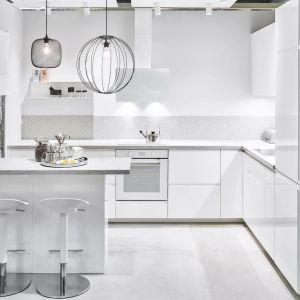 Meble do kuchni dostępne w ofercie w IKEA. Fronty: Voxtorp. Fot. IKEA