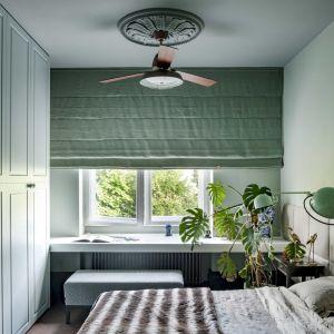 Sypialnia to oaza spokoju utrzymana w kolorze miętowej zieleni. Fot. Rafał Lipski. Stylizacja: Barbara Dereń-Marzec