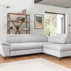 Lekkości bryle nadają wysokie, metalowe nóżki, które pozwalają także na łatwe sprzątanie w każdym zakamarku salonu. Fot. Miuform