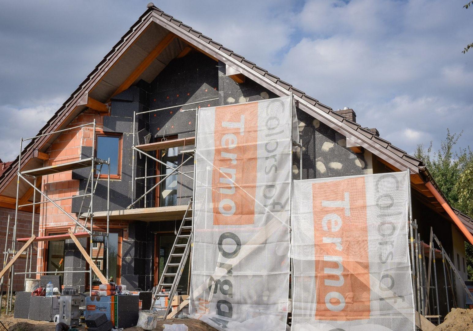 Materiały budowlane o obniżonych parametrach nie gwarantują skuteczności, np. w przypadku termomodernizacji narażają inwestora na konkretne straty liczone w tysiącach złotych. Fot. Termo Organika
