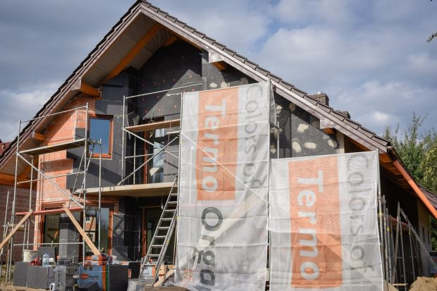 Odpowiednie parametry oraz wysoka jakość materiałów to kluczowe elementy przy budowie domu. Eksperci radzą, by przed zakupem produktów budowlanych dokonać weryfikacji produktów oraz solidności producentów na stronie Głównego Urzędu Nadzoru Bu