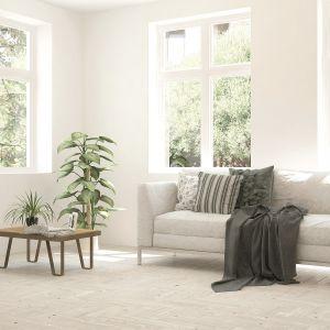 Delikatna tonacja Cotton z palety Optiva White subtelnie rozproszy światło, dzięki czemu całe pomieszczenie wypełni się pobudzającym do życia blaskiem. Fot. Tikkurila