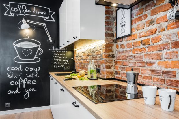 Czym wykończyć ścianę nad kuchennym blatem? To nie muszą być płytki ceramiczne! Szkło, konglomerat czy cegła też będą świetnym rozwiązaniem! Zobaczcie 12 pomysłów na ścianę nad blatem w kuchni!