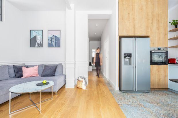 Najbardziej niedoceniane pomieszczenie w mieszkaniu? Przedpokój! A przecież to pierwsze wnętrze, w którym znajdujemy się zaraz po wejściu do domu. Jak zatem je urządzić, by było ono przyjazne i funkcjonalne dla mieszkańców oraz atrakcyjne dla o