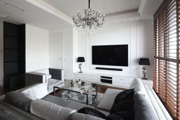 Farba czy drewno? Cegła czy beton? A może sztukateria? Pomysłów na wykończenie ściany za telewizorem jest mnóstwo. Jakie zatem będzie najciekawsze? Zobaczcie przegląd fajnych inspiracji na wykończenie ściany ze telewizorem w salonie.