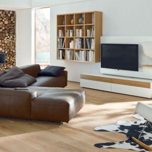 Białe meble do salonu z kolekcji Neo 2 dostępne w ofercie firmy Huelsta. Fot. Huelsta