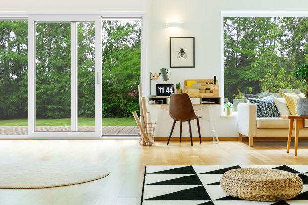 Jaki drzwi tarasowe wybrać? Polecamy przesuwne drzwi tarasowe, które mają ładny, minimalistyczny design, wysokie parametry techniczne oraz zapewnią komfort użytkowania.