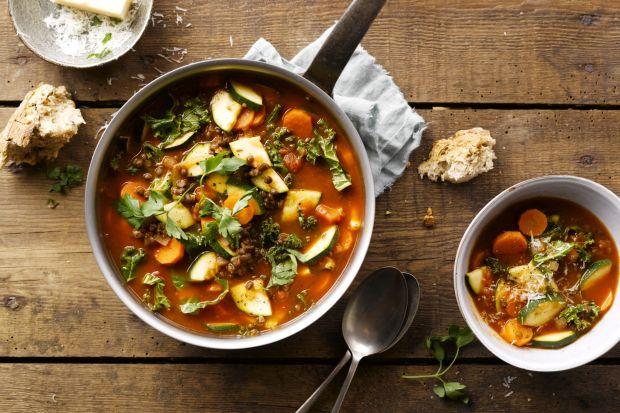 Jarmuż i brukselka to warzywa, które najwyższy czas docenić! Zimą smakuj o tej porze najlepiej! Polecamy więc kilka sprawdzonych przepisów z wykorzystaniem jarmużu i brukselki.