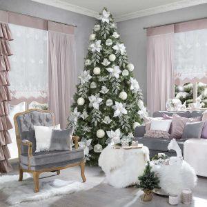Tegoroczne trendy świąteczne to zgrabne połączenie klasyki z naturą. W tym roku z pewnością każdy znajdzie coś dla siebie – modna jest czysta elegancja, minimalizm, artystyczna nonszalancja, ale też samodzielne wykonane ozdoby i dekoracje. Fot. Eurofirany