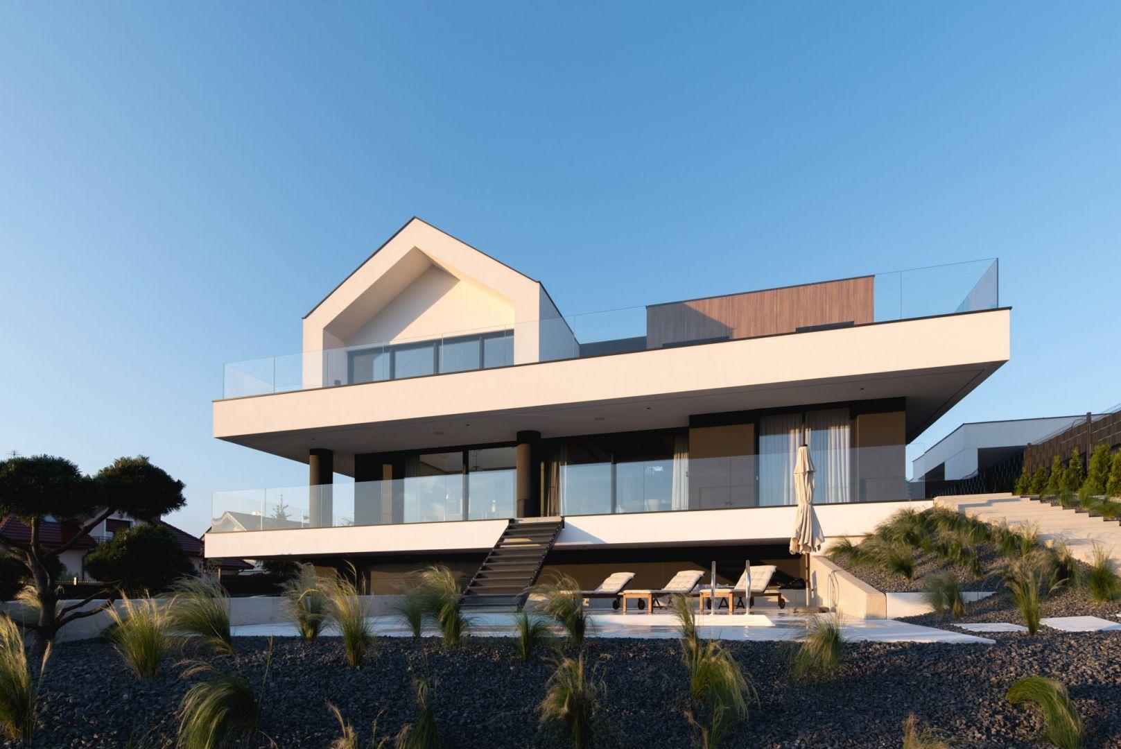 Projekt domu Slab House powstał pod Poznaniem na jednym ze wzgórz otaczających miasto. Projekt: mode:lina™. Fot. Patryk Lewiński