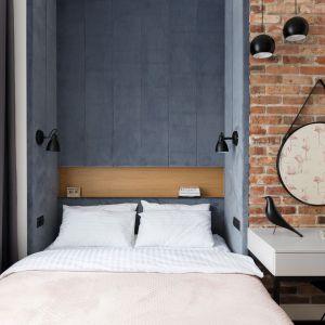 Podczas aranżacji ciasnej, wąskiej sypialni musimy zaprojektować ją w sposób przemyślany. Ustawienie łóżka, szafy czy innych mebli ma wpływ na funkcjonalność i komfort użytkowania. Projekt Anna Maria Sokołowska. Fot. Paweł Mądry
