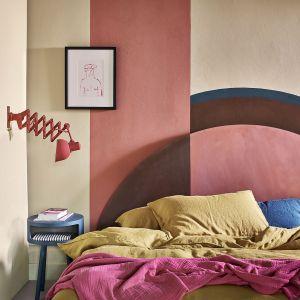 Pomysł na kolor na ścianę. Ochra w zestawie z różowym odcieniem Scandinavian Pink. Fot. Annie Sloan