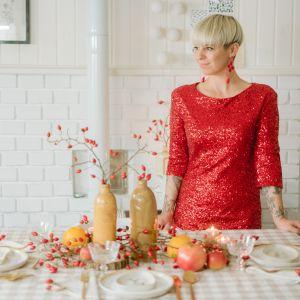 Niezależnie od tego, czy szykujesz rodzinny obiad lub małe przyjęcie, naturalne materiały dodadzą twojej dekoracji ciepła, przytulności i niebanalnego uroku. Fot. Bonami