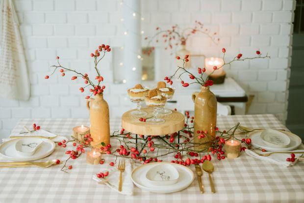 Nie ma piękniejszych dekoracji od tych, które stworzyła natura – przekonuje węgierska stylistka Zergi Bori. Wspólnie z Bonami przygotowała ona kilka pomysłów na niebanalną i pełną naturalnego uroku świąteczną, zimową dekorację stołu.