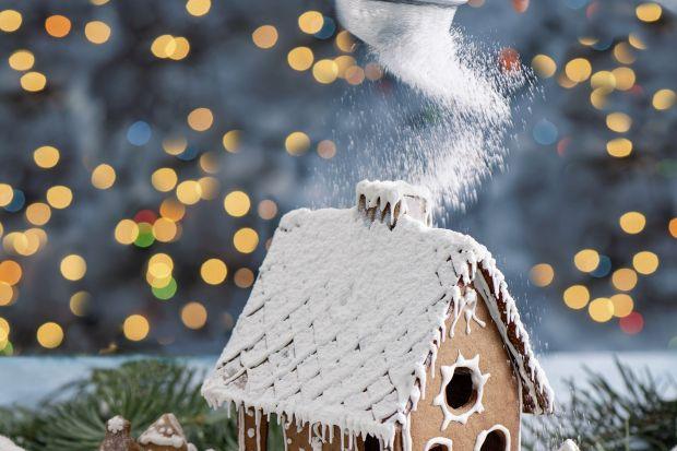 Im później rozpoczniesz pieczenie pierników, tym większe ryzyko, że do świąt nie zdążą nabrać właściwej miękkości. Nie warto zatem zwlekać ani chwili dłużej, bo piernik to jeden z ważniejszych przysmaków bożonarodzeniowych. Z ciasta p