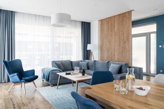 Wypoczynek w salonie: postaw na niebieski. Praktyczne porady, dużo zdjęć