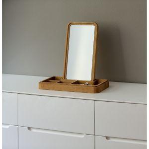 Mirror Box to sprytna szkatułka, która w razie potrzeby szybko zmienia się w toaletkę. Fot. Pufa Design