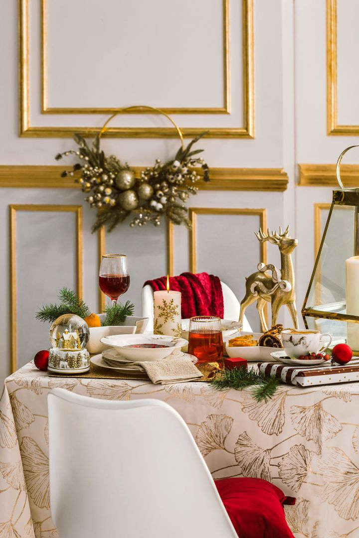 Nakrycie stołu dopełnij eleganckim szkłem i sztućcami. Delikatna forma i złote zdobienia nadadzą wykwintności całej kolacji. Fot. Home&You