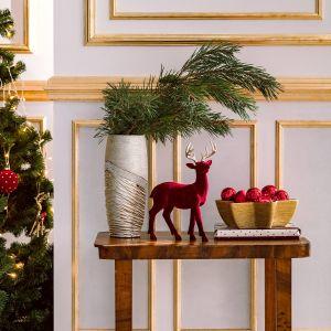 Figurka w kształcie renifera czy kula śnieżna myślami zabierze Cię prosto do Laponii – urokliwej krainy Świętego Mikołaja.Fot. Home&You