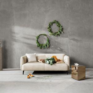 Ciepłe pledy, dekoracyjne dodatki czy miękkie poduszki z pewnością przyniosą wiele radości obdarowanym. Fot. BoConcept