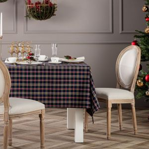 Obrus prostokątny z kolekcji tkanin Christmas. Fot. Dekoria.pl