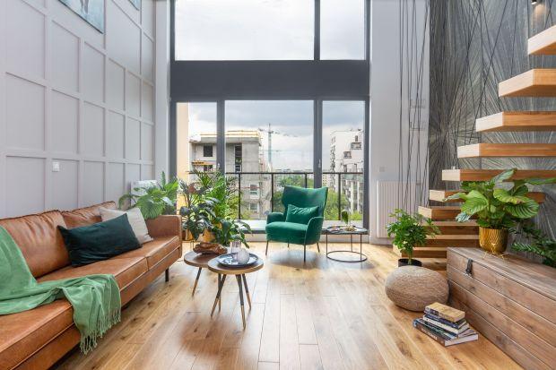 Projektowanie z poszanowaniem ekologii i w zgodzie z otaczającą naturą to jeden z dominujących trendów w architekturze, budownictwie i aranżacji wnętrz na 2021. Duże przeszklenia otwierają dom na przyrodę, wykorzystują energię słoneczną, wp�